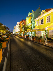 Curacao, Willemstad, Punda, colorful houses and street restaurants in the evening - AMF05311