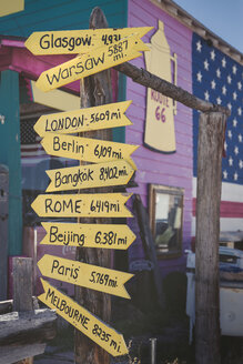 USA, Arizona, Seligman, signpost with capital cities at Route 66 - EPF00377