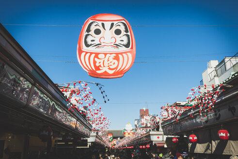Japan, Tokyo, Asakusa, shopping street towards Senso-ji temple - KEBF00511