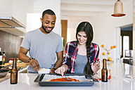 Young couple baking pizza at home - VABF01216