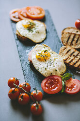 Breakfast with eggs, tosst and tomatoes - GIOF02151
