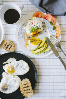Breakfast wth eggs, avocados, coffe and tomatoes - GIOF02163