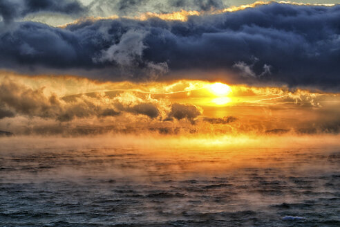 Arctic Ocean, clouds above the Barents Sea at twilight - DSGF01551