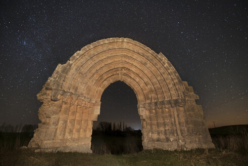 Spain, Sasamon, Arco de San Miguel de Mazarreros at starry night - DHCF00067