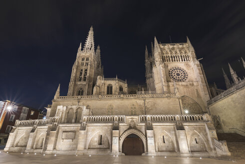 Spain, Burgos, Burgos cathedral at night - DHCF00068