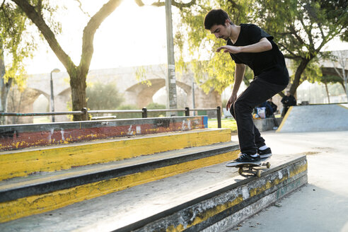 Young man riding skateboard in a skatepark - KKAF00516