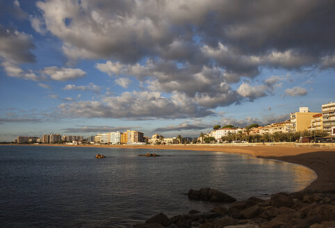Spain, Catalonia, Blanes, beach and hotels at the sea at sunrise - ABOF00168