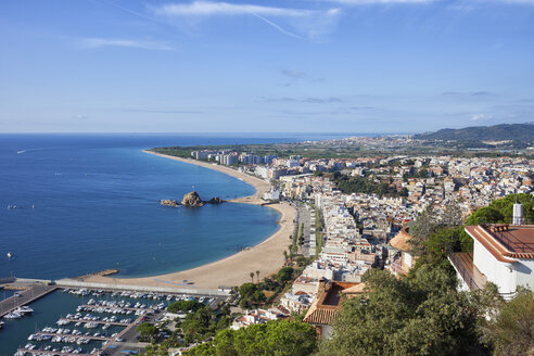Spain, Catalonia, Blanes, resort town at Mediterranean Sea, view from above - ABOF00171