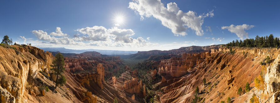 USA, Utah, Bryce Canyon National Park, hoodoos in amphitheater as seen from Rim Trail in backlight - FOF08992