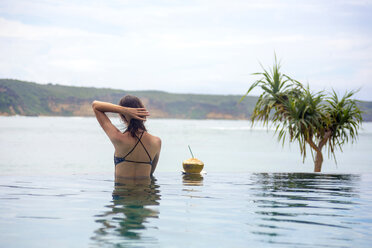 Indonesia, Lombok island, woman in infinty pool - KNTF00758