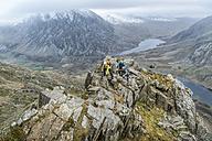 UK, North Wales, Snowdonia, Y Garn, Cwm Idwal, climbing mountaineers - ALRF00850