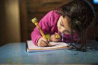 Little girl drawing - JASF01573