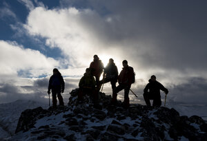 UK, Scotland, Glencoe, mountaineers on top of Buachaill Etive Beag - ALRF00884
