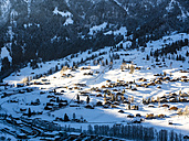 Switzerland, Canton of Bern, Grindelwald, townscape in winter at sunrise - AMF05342