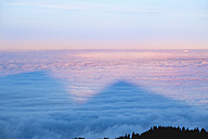 Germany, Bavaria, Jachenau, view from Hirschhoernlkopf on sea of fog in the morning - SIEF07348