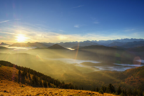 Germany, Bavaria, Jachenau, view from Hirschhoernlkopf at sunrise - SIEF07351