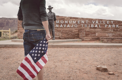 USA, Utah, man with american flag at Monument Valley entry - EP00405