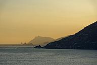Italy, Campania, sunset at Amalfi coast with rocks of Capri - LBF01599