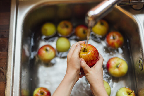 Washing apples in sink - NMSF00014
