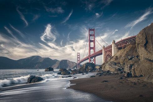 USA, California, San Francisco, beach and Golden Gate Bridge - STCF00290