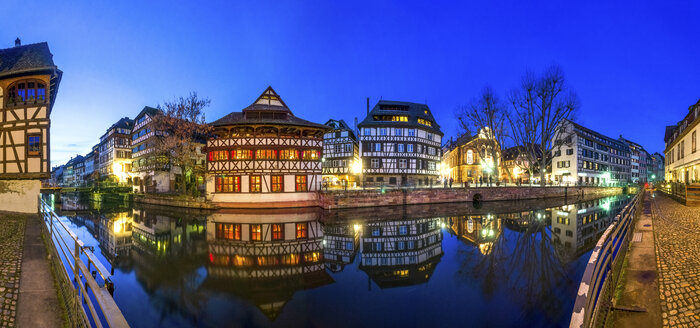 France, Strasbourg, La Petite France, with L'Ill river and half-timbered houses at blue hour - PUF00597