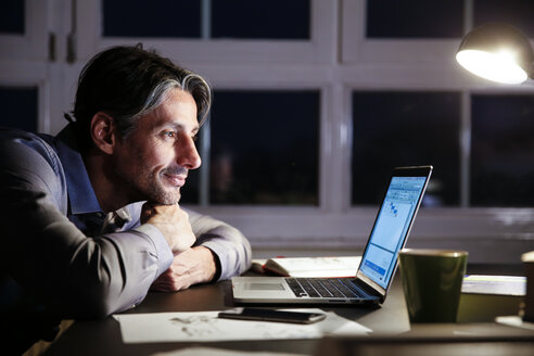 Man working late in office - FKF02230