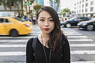 USA, New York City, Manhattan, portrait of serious looking young woman - GIOF02488