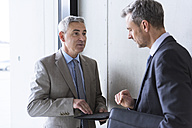 Two businessmen having an informal meeting - DIGF01541