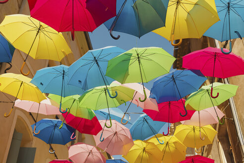 France, Languedoc, Beziers, colorful umbrellas - NMSF00034