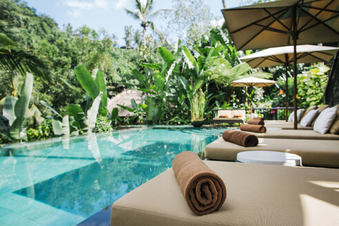 Indonesia, Bali, tropical swimming pool - JUBF00216