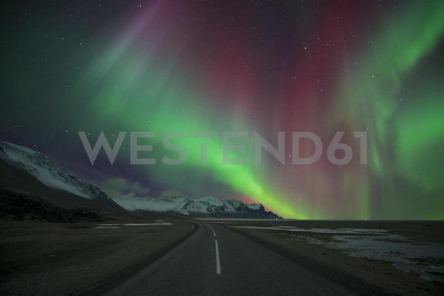 Iceland, road and scenery with Aurora Borealis - EPF00412 - Maria Elena Pueyo Ruiz/Westend61