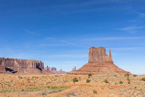 USA, Colorado Plateau, Utah, Arizona, Navajo Nation Reservation, Monument Valley, Sentinel Mesa and West Mitten Butte - FOF09149