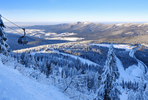 Germany, Bavaria, Bayerisch Eisenstein, Bavarian Forest in winter, Arber cable car, Great Arber ski area - SIE07366