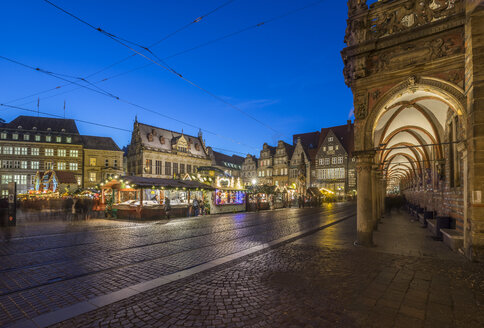 Germany, Bremen, Christmas market  in the evening - PVCF01065