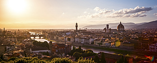 Italy, Tuscany, Florence, cityscape at  evening light seen from Piazzale Michelangelo - PUF00610