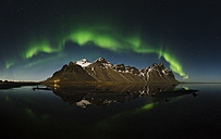 Iceland, Stokksnes, Northen lights over Vestrahorn Mountains - RAEF01789