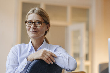 Portrait of confident businesswoman wearing glasses - JOSF00721