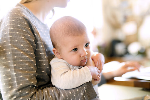 Mother holding baby at home - HAPF01390