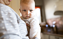 Baby in mother's arms at home - HAPF01405