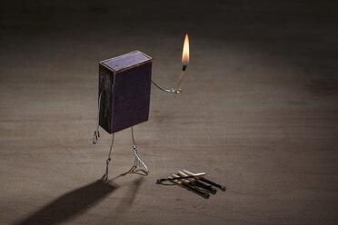 Match box manikin with burning match - NIF00081