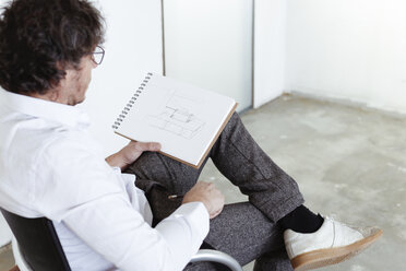 Architect sketching at construction site - REAF00237