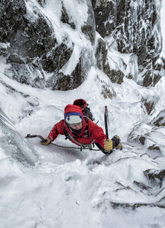 Scotland, Anoach Mor, Man ice climbing in winter - ALRF00892