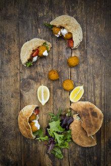 Falafel, salad, tomatoes and yoghurt sauce in flat bread - LVF06012