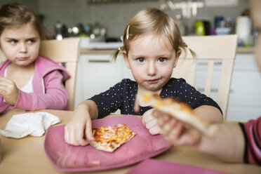 Little girls at home eating pizza - HAPF01443