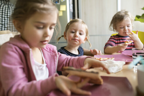 Little girls at home eating pizza - HAPF01446