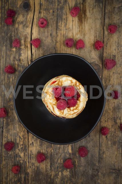 Stack of pancakes with raspberries and raspberry jam - LVF06014 - Larissa Veronesi/Westend61
