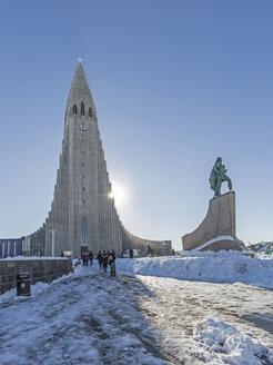 Iceland, Reykjavik, Hallgrimskirkja and statue of Leif Eriksson - MELF00172