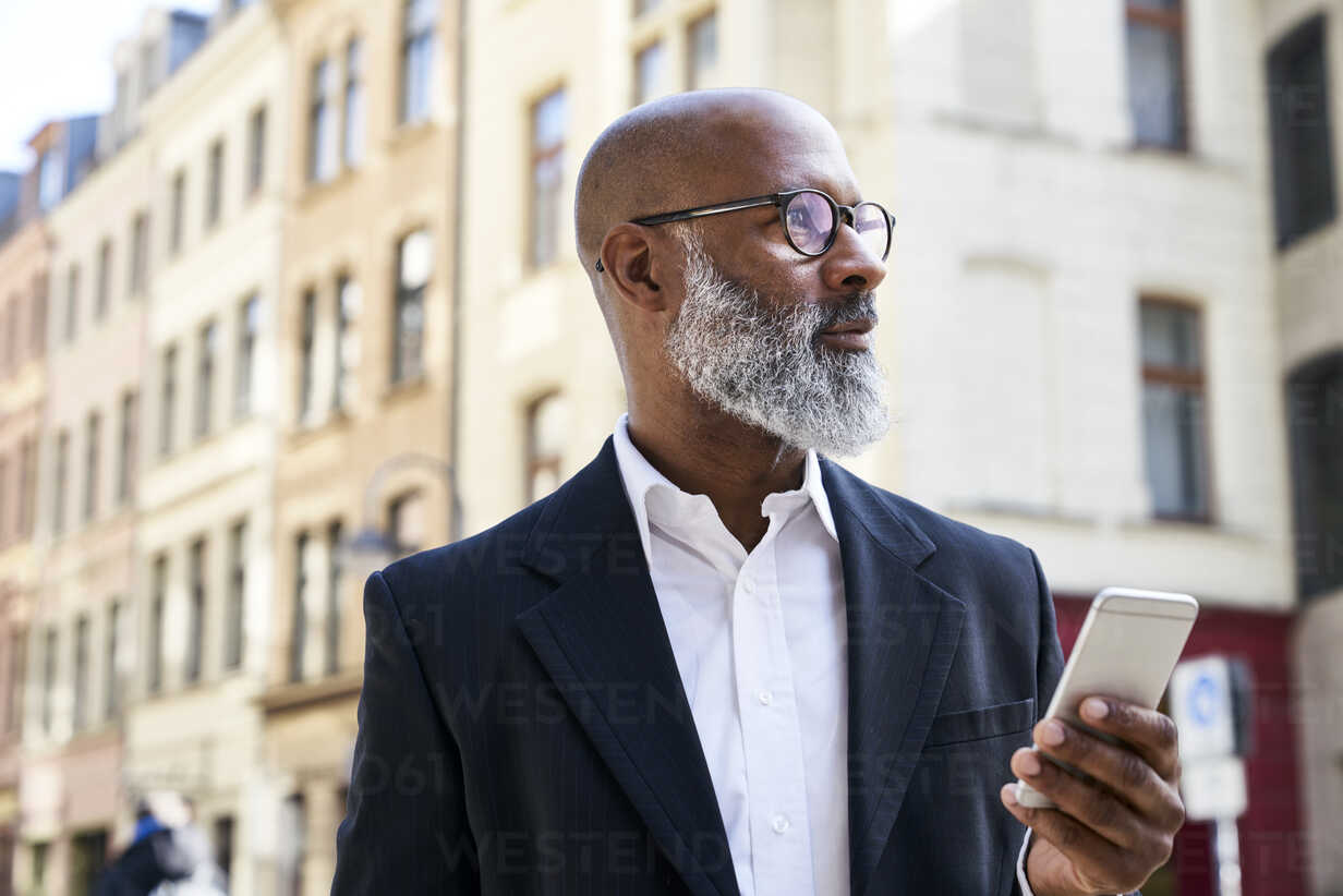Mature businessman using smartphone - FMKF03812 - Jo Kirchherr/Westend61