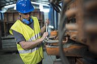Man working a factory, portrait - JASF01615