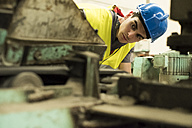 Man working a factory, portrait - JASF01660